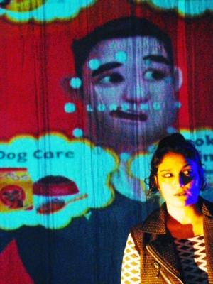 Espetáculo debate feminismo e machismo no mundo virtual em Itajaí