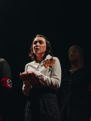 República da Arte apresenta espetáculo inspirado no livro O Diário de Anne Frank