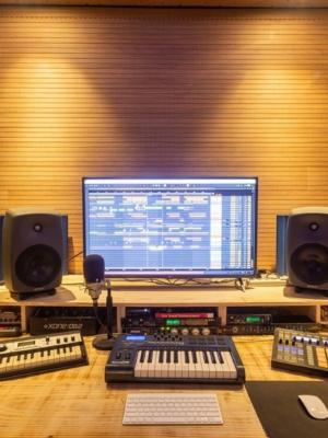 Florianópolis é sede de academia para artistas da música eletrônica